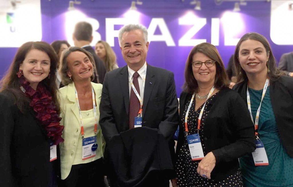 Diretoria da FAUBAI ao lado de Sabine Pendl, Presidente daEAIE European Association for International Educatione do Embaixador João Luiz Pereira Pinto daEmbaixada do Brasil em Helsinque.