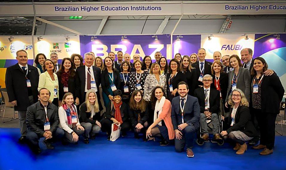 Delegação de IES brasileiras participando da conferência anual daEAIE European Association for International Education.